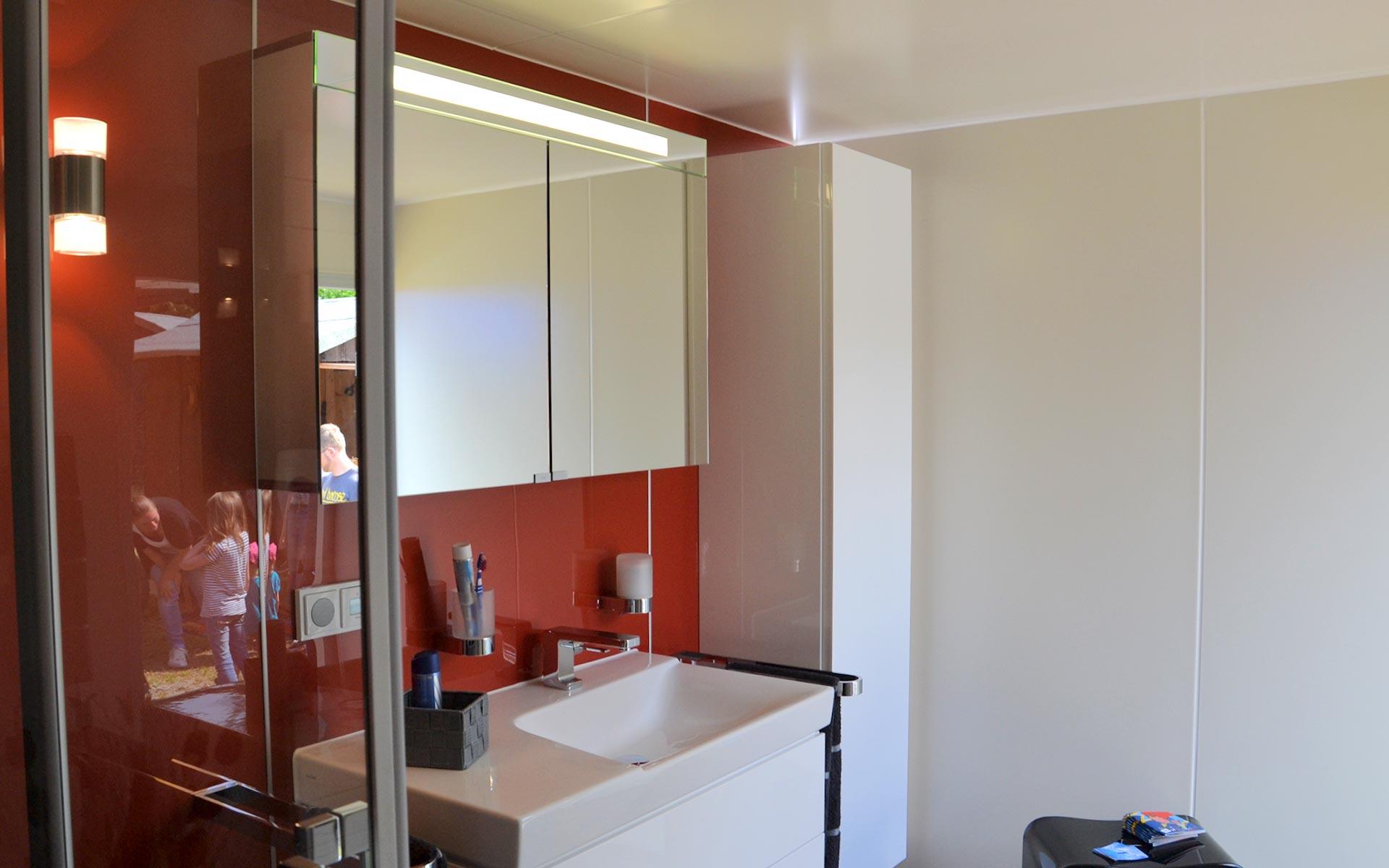 Mobibad Hängeschrank, Spiegelschrank und Waschtisch